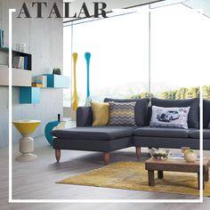 Modern çizgiler arayanlar, gri ve sarının mükemmel uyumunu salonlarınıza yansıtma zamanı! Gri tonları dekorasyonunuza modern bir hava katarken, küçük sarı detaylar ise oldukça rahatlatıcı ve estetik bir stil oluşturmanızı sağlayacaktır. #dekorasyon #kanepe #koltuk #köşetakımı #evlilik #evlilikhazırlıkları #decoration #furniture #homedesign #homesweethome