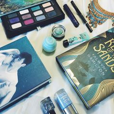 Another little teaser for one of my guest post for the Summer Blogger Promo Tour! Who else loves wearing brightly coloured makeup?  #bookstagram #booksofinstagram #Yakut #bibliophile #bibliophilebooknerd #booknerd #booknerdigan #ofneptune #rebelofthrsands #summercolors #summermakeup #blueandgold #booksandmakeup #makeupgeek