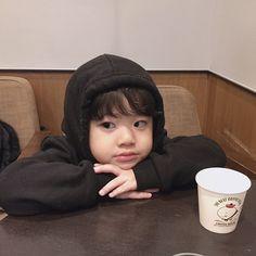 kid child ulzzang 얼짱 children girl boy baby cute kawaii adorable korean pretty beautiful hot fit japanese asian soft aesthetic 孩 子 g e o r g i a n a : 人 Cute Asian Babies, Korean Babies, Asian Kids, Cute Babies, Asian Child, Cute Little Baby, Little Babies, Kids Girls, Baby Kids