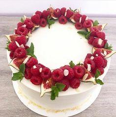 Fruit cake design food Ideas for 2019 Cute Cakes, Yummy Cakes, Beautiful Cakes, Amazing Cakes, Cake Decorated With Fruit, Fruit Cake Design, Fresh Fruit Cake, Eat Fruit, Watermelon Cake
