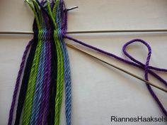RiannesHaaksels: Ply split braiding tutorial Wiggly Crochet, Knit Crochet, Bag Pattern Free, Tapestry Crochet, Weaving Patterns, Micro Macrame, Hand Weaving, Braids, Knitting
