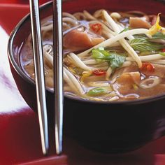 Pho Soup (Beef and Noodle Soup) (made it with beef stock. Two thumbs up from my fam! Clean Eating Snacks, Healthy Eating, Healthy Food, Ricardo Recipe, Turkey Soup, Nutritious Snacks, Beef And Noodles, Healthy Soup Recipes, Soups And Stews