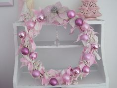 love this pink wreath.