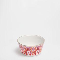 Розовая миска из костяного фарфора с золотистым ободком