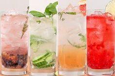 Aprenda a fazer gin tônica de 4 jeitos: | Aprenda quatro maneiras diferentes de preparar sua gin tônica Party Drinks, Wine Drinks, Cocktail Drinks, Tonic Drink, Gin And Tonic, Bebida Gin, Cocktails For Beginners, Girls Night Drinks, Popular Drinks