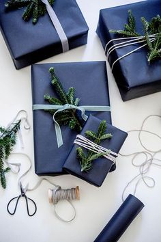 Elegant christmas gift wrapping ideas you can make yourself 00 00012 Creative Gift Wrapping, Christmas Gift Wrapping, Gift Wrapping Paper, Wrapping Ideas, Creative Gifts, Christmas Presents, Holiday Gifts, Elegant Gift Wrapping, Wrapping Presents