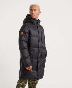 Shop gym clothes for men from the Superdry gym collection. Combining quality, style and high-tech fabrics to create the ultimate gym wear for men. Superdry Coats, Superdry Mens, Nylons, Gym Outfit Men, Black Parka, Line Jackets, Men's Jackets, Gym Wear, How To Wear