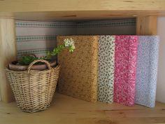 Cadernos de apontamentos em formato A5 forrados a tecido.