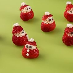 : Add extra cheer to your next Christmas party with these strawberry snacks that look like little Santas! Add extra cheer to your next Christmas party with these strawberry snacks that look like little Santas! Holiday Snacks, Christmas Snacks, Xmas Food, Snacks Für Party, Christmas Appetizers, Christmas Cooking, Christmas Goodies, Kids Christmas, Christmas Fruit Ideas