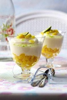 Limetten-Joghurtcreme mit frischer Mango