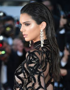 Kendall Jenner usa silky hair para divar no red carpet Celebrity Hairstyles, Cute Hairstyles, Hair Inspo, Hair Inspiration, Inspo Cheveux, Unique Wedding Hairstyles, Bridal Hairstyles, Kendall Jenner Style, Bridal Beauty