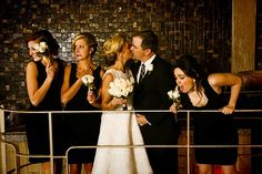 Funny and Unstructured Family Wedding Photos :: 2017 Wedding Trends