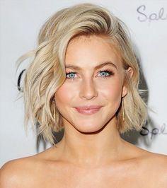Julianne Hough's windswept bob, golden eyeshadow and fluttery lashes make for a gorgeous golden goddess look