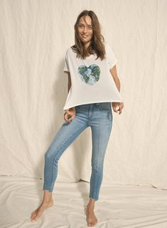 """madewell x surfrider foundation mother earth tee worn with 9"""" high-rise skinny jeans."""
