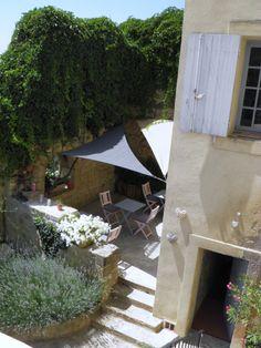 side steps - Ansouis, Vaucluse, France