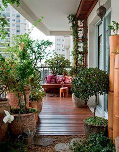 Un balcone primaverile bellissimo: come organizzarlo al meglio con piante e arredi - Mamme a spillo