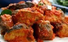 Ikan Balado is een populair visgerecht in Indonesië. In dit recept wordt makreel gebruikt. Het gerecht moet flink heet zijn. Als je het ver...