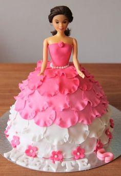 Barbie fan and cake decorators Doll Birthday Cake, Barbie Birthday, Princess Birthday, Fancy Cakes, Cute Cakes, Yummy Cakes, Fondant Cakes, Cupcake Cakes, Fruit Cakes