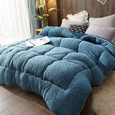 Fluffy Comforter, Console, Student Dormitory, Star Wars Crafts, Welcome To My House, Luxury Bedding, Comforters, Master Bedroom, Chicago Winter