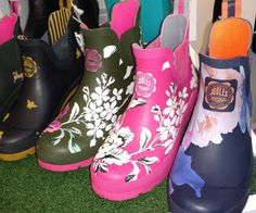 Want to really love a #rainyday get acquainted with @joulesclothing #wellies #Shoeography #rainboots #spring2016 #springpreview #shoes #blogger #footwear #prints #pink #instashoes #shoelover #boots #gifts