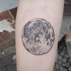 The fullest of moons. A nice first tattoo! -------------------------------------------------------- Email Jaktattoos@gmail.com for appointments  Resident @toe_loop_tattoo_berlin -------------------------------------------------------- #fullmoon #tattoos #love #moreblackink #onlyblackart #blackworkerssubmission #lovettt #tbt #btattooing #blackwork #blxckink #dasubmit #formink #instagood #darkartists #blacktattooart #tattrx #dotworkers #me #blacktattoomag #blxckink #dasubmit #Rghtstuff