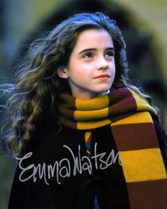 Harry Potter and the Chamber of Secrets - Publicity still of Emma Watson - - Harry Potter and the Chamber of Secrets – Publicity still of Emma Watson Potter ϟ ⚯͛ Harry Potter and the Chamber of Secrets Harry James Potter, Saga Harry Potter, Harry Potter Pictures, Harry Potter Characters, Harry Potter World, Hermione Granger, Fans D'harry Potter, Potter Facts, Harry Porter