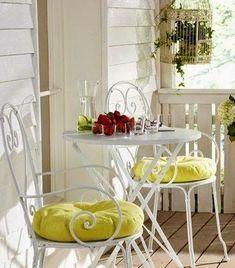 Decorator: How to decorate a small balcony Çatı Katım Atolye Balcony Furniture, Garden Furniture, Outdoor Furniture Sets, Outdoor Balcony, Outdoor Dining, Outdoor Decor, Apartment Balconies, Terrace Design, Bistro Set