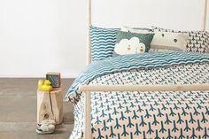The Bird Feet Bed Set is available in 4 sizes.100% cotton, 200 thread count; button fastenings at foot of the end of all duvet covers. Made in Portugal.