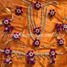 For inquires and orders of flower jewellery kindly call/whatsapp Bridal Jewelry Sets, Bridal Accessories, Wedding Jewelry, Flower Jewellery For Mehndi, Flower Jewelry, Marriage Jewellery, Rakhi Design, Fabric Jewelry, Diy Jewelry
