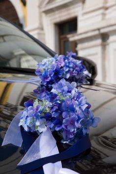 Autodeko in Blau mit Hortensien