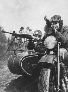 Red Army soldiers on a TIZ AM-600 motorcycle with a mounted DP-27 machine gun in July, 1941.