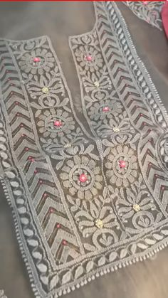 Embroidery On Kurtis, Hand Embroidery Dress, Kurti Embroidery Design, Embroidery Neck Designs, Hand Embroidery Videos, Embroidery On Clothes, Embroidery Flowers Pattern, Embroidery Works, Indian Embroidery