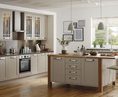 The Tewkesbury Cashmere kitchen has a painted solid timber frame door with veneered centre panel. Create a contemporary or classic look with this kitchen style. Shaker Style Kitchens, Bright Kitchens, Elegant Kitchens, Shaker Kitchen, New Kitchen, Fitted Kitchens, Country Kitchens, Wood Floor Kitchen, Kitchen Flooring