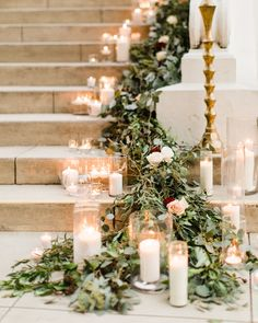The Best Ways to Decorate the Stairs and Banisters at Your Wedding - Herzlich willkommen Garland Wedding, Wedding Centerpieces, Centerpiece Ideas, Wedding Ceremony, Wedding Venues, Wedding Ideas, Wedding Stairs, Wedding Staircase Decoration, Home Wedding Decorations