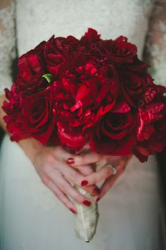 This red bouquet is to die for! So stunning. photos by Davina and Daniel | via junebugweddings.com