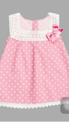 Vestido Nekenia, ropa infantil al mejor precio – Mamyka A beautiful special occasion dress by Nellystella in a pink tulle with embroidered flowers throughout. Features tiered ruffle sleeves, a bow at the back and lace trim around the skirt. Frocks For Girls, Kids Frocks, Little Dresses, Little Girl Dresses, Girls Dresses, Fashion Kids, Fashion 2020, Boho Fashion, Winter Fashion