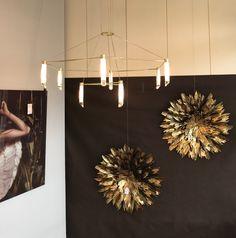 Nuevo escaparate. Cuadro cristal, lámpara, adornos pared.