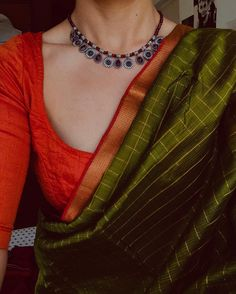 Discover thousands of images about Image may contain: one or more people Silk Saree Blouse Designs, Saree Blouse Patterns, Trendy Sarees, Stylish Sarees, South Indian Bride Saree, Saree Jewellery, Modern Saree, Stylish Blouse Design, Indian Necklace