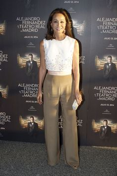 Style has not age. Beautiful Isabel Preysler.(Enrique Iglesias' mother) wearing nude trousers and a beutiful white top. #agingboss