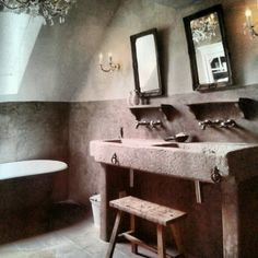 nice mix of styles with elegant and rustic materials Wonen/Found on rtlwoonmagazine. Upstairs Bathrooms, Master Bathroom, Vanity Room, Tadelakt, Room Additions, Bathroom Toilets, Pool Bathroom, Beautiful Bathrooms, Bathroom Interior Design