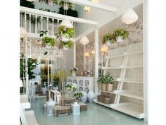 Картинки по запросу дизайн цветочного магазина Boutique Decor, Flower Boutique, Boutique Interior, Shop Interior Design, Retail Design, Store Design, Flower Shop Decor, Flower Shop Design, Flower Shop Interiors