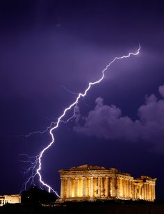 Love this photo of the Parthenon in Athens with a lightning strike. they're good at lightning strikes in Greece! Parthenon Athens, Fuerza Natural, Cool Pictures, Cool Photos, Thunder And Lightning, Lightning Storms, Wild Weather, Tornados, Thunderstorms
