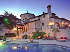 A castle in America? This Spanish-inspired castle is complete with a golf course, swimming pool and tennis court. Interior Exterior, Exterior Design, Extravagant Homes, House Goals, My Dream Home, Dream Homes, Dream Big, Future House, Luxury Homes