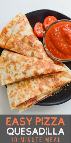 Sometimes you need a quick and easy way to get your pizza fix! These Easy Pizza Quesadillas can be prepared with one pan in about five minutes!   This is the perfect lunch, or quick dinner to be served with warm marinara and a side salad! No matter when you serve it these quesadillas are a simple, family friendly meal even your pickiest eater will love!   #appetizer #dinner Pizza Quesadilla, Quesadilla Recipes, Quesadillas, Appetizer Dinner, Appetizers, Sausage Spaghetti, Easy Wrap, Wrap Recipes, Side Salad