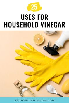 This contains: A flatlay image with yellow kitchen gloves, a spoon with baking soda, a spray bottle and a cut lemon. Clean My House, Vinegar Uses, Natural Cleaners, Cleaners Homemade, Frugal Living Tips, Just Cooking, Kitchen Hacks, Helpful Hints, The Incredibles