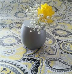 What I really pinned this photo for was the patterned linen. Yellow and grey paisley. Love it. I'm not a big fan of the random Easter lily and baby's breath. the whole thing is just too small. and would look awkward next to a big glass vase. -Ashleigh
