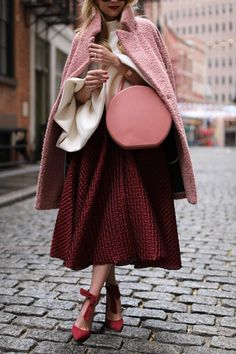 We've seen so much red and hints of yellow, but burgundy outfit trends just don't go away! I'll be showing you different ways to wear the color today. Pink Outfits, Mode Outfits, Fashion Outfits, Skirt Outfits, Fashion Boots, Stylish Outfits, Trend Fashion, Look Fashion, Womens Fashion