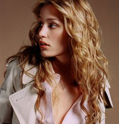 Piper Perabo as Annie Walker. ⬆︎Enlarged To: All the best in ✔︎SamPage Pretty People, Beautiful People, Beautiful Women, Annie Walker, Kristin Bauer, Piper Perabo, Covert Affairs, Beauty And Fashion, Actress Wallpaper