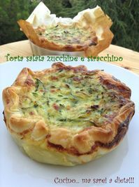 Zucchini and stracchino savory pie:separator:Zucchini and stracchino savory pie Potato Recipes, Pasta Recipes, Cake Recipes, Quiches, Zucchini, Crepes, Healthy Chicken Dinner, Food Decoration, Savoury Cake