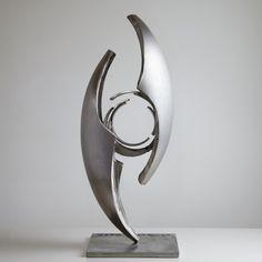 Sculpture de Guillaume Roche Geometric Sculpture, Art Sculpture, Steel Sculpture, Abstract Sculpture, Art En Acier, Trophy Design, Steel Art, Contemporary Sculpture, Abstract Shapes